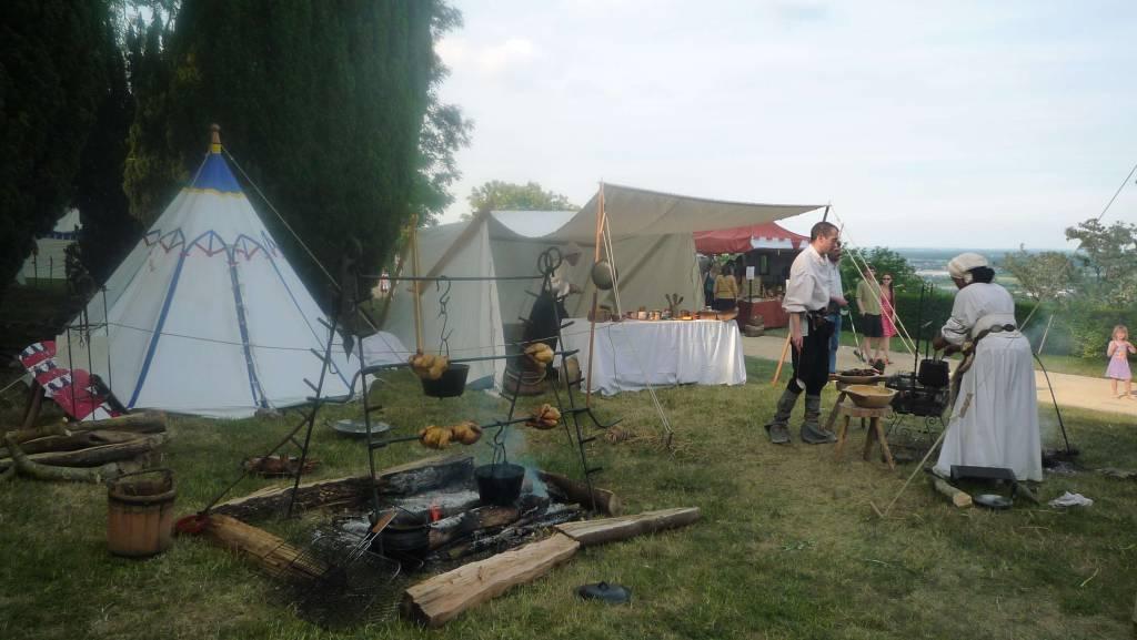 La cuisine est l'espace central du camp